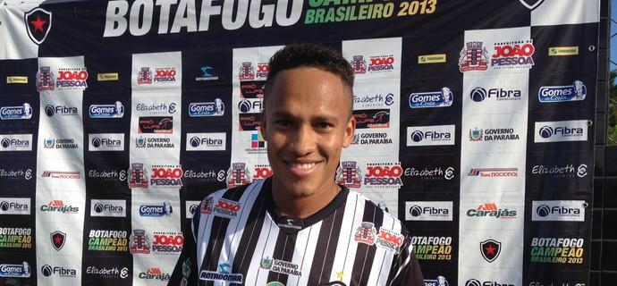 Soares, atacante do Botafogo-PB (Foto: Lucas Barros / GloboEsporte.com/pb)