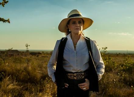 'O Outro Lado do Paraíso': Estela volta para casa e Lívia deixa Sophia uma fera
