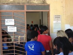 Fila na sede do Instituto de Identificação de Roraima nesta quarta-feira (Foto: Vanessa Lima/G1 RR)
