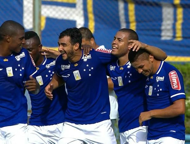Cruzeiro comemora gol contra o Tupi-MG (Foto: Reprodução/Premiere FC)