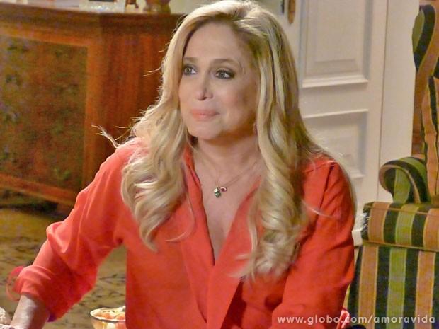 Pilar e suas joias (Foto: Amor à Vida / TV Globo)
