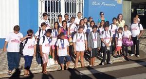 Equipe de natação de Presidente Venceslau voltou com medalhas de Marília (Foto: Divulgação / SERT)
