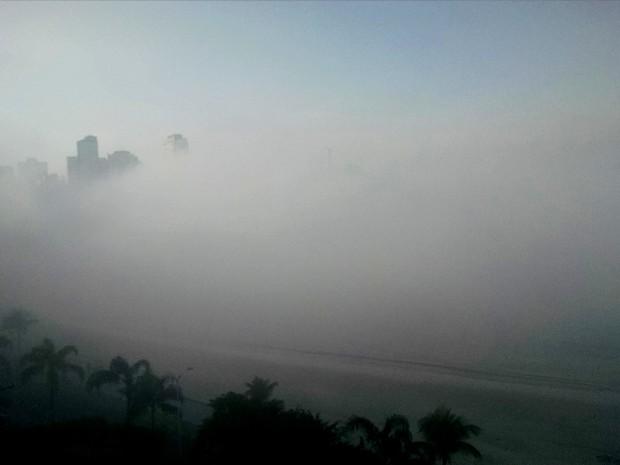 Nevoeiro encobriu praias do litoral de SP na manhã desta segunda (Foto: Filipe Barbieri / Arquivo Pessoal)