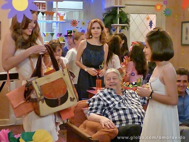 Glauce sente que está perdendo a parada para Paloma (Foto: Amor à Vida/TV Globo)