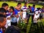 Jogadores fazem oração no centro do gramado após time sair do Z-1; assista