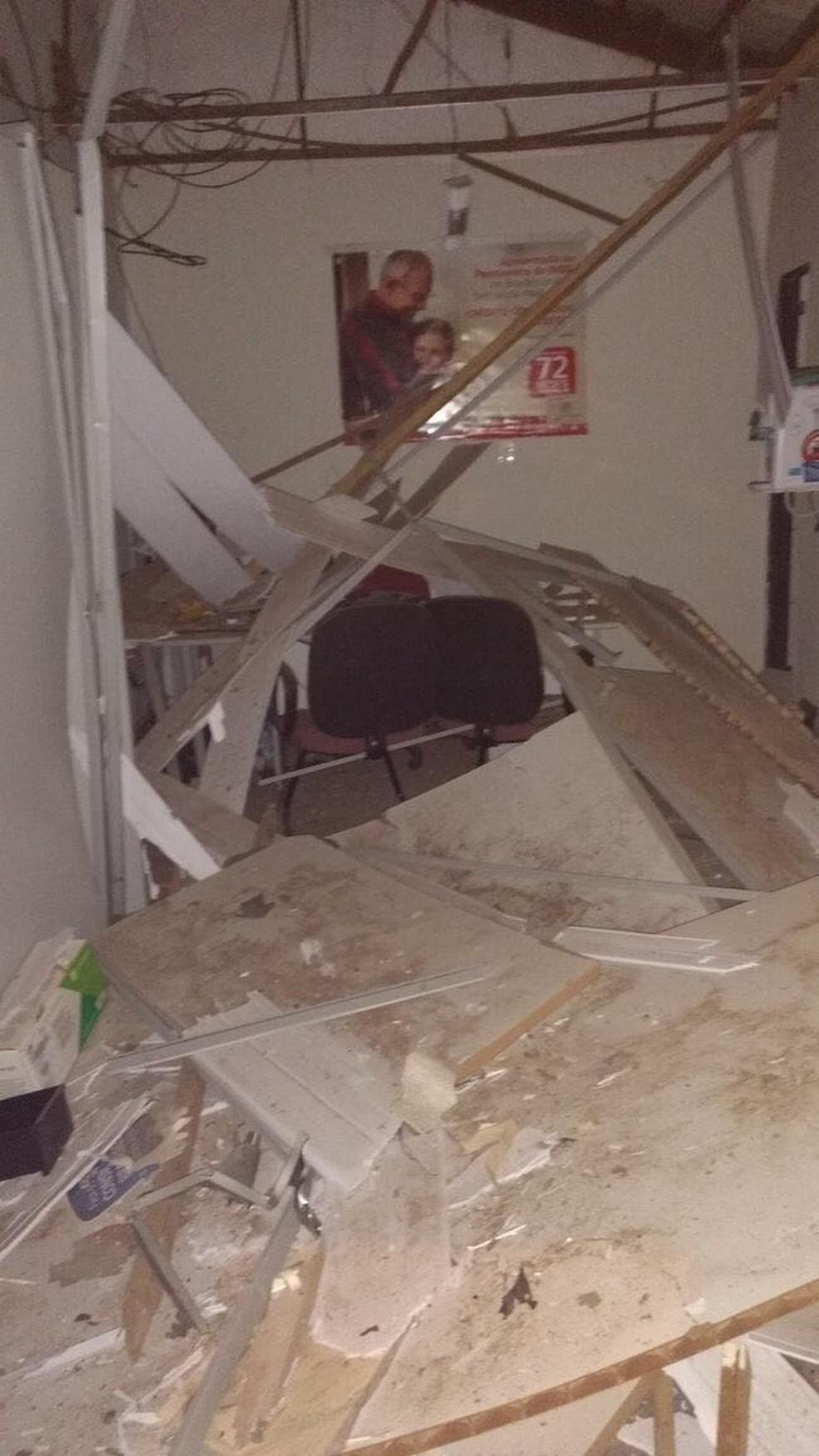 Agência ficou destruída após ação de assaltantes (Foto: Divulgação)