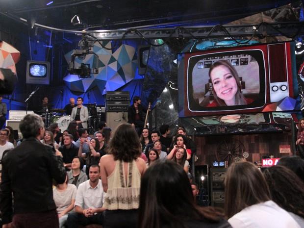 Sandy participa do programa Altas Horas através da internet (Foto: TV Globo/Altas Horas)