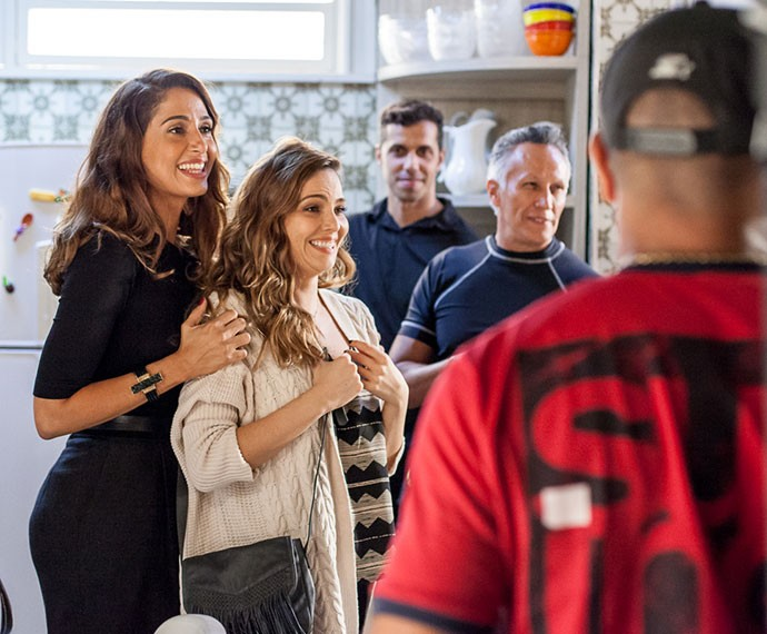 Camila Pitanga e Tainá Müller durante os ensaios (Foto: Artur Meninea/TV Globo)