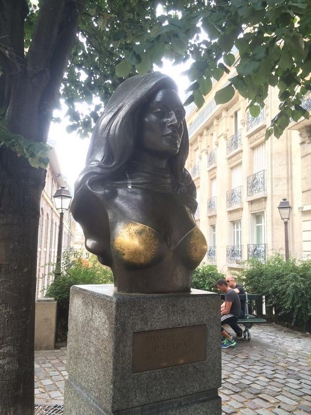 Estátua de Dalida em Montmartre, Paris.