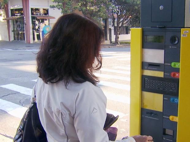 Primeiro dia foi marcado por confusões e usuários insatisfeitos em Poços de Caldas (Foto: Reprodução EPTV)