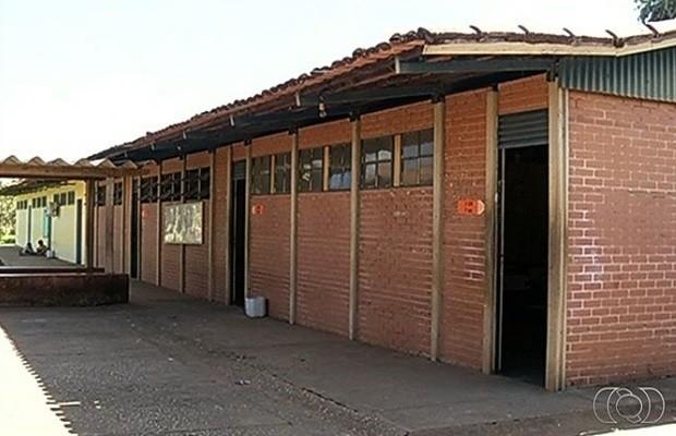 Escola, Rio Verde, Intoxicadas, avião, crianças (Foto: Reprodução/ TV Anhanguera)