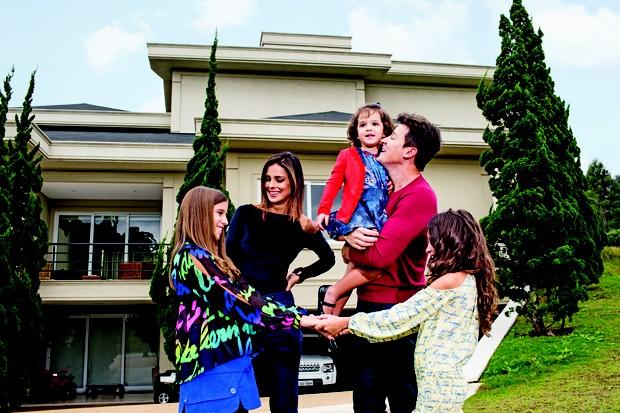 Rodrigo Faro e família posam para QUEM (Foto: Guilherme Zauith/Ed Globo)