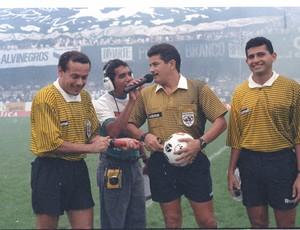 Dacildo Mourão e seus assistentes antes de Ceará x Fortaleza de 1996 (Foto: André Lima/Agência Diário)