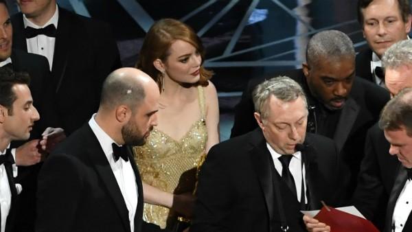 A atriz Emma Stone no meio da confusão do Oscar 2017 (Foto: Getty Images)