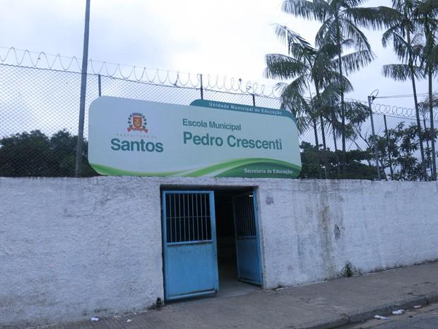Agressão ocorreu na escola Pedro Crescenti, em Santos, SP (Foto: Rodrigo Martins / G1)