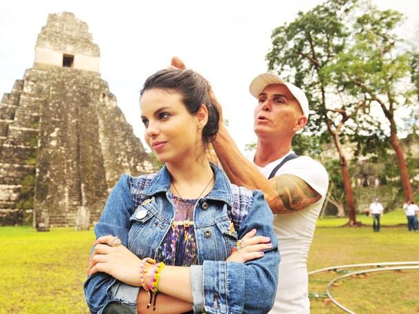 Stephany Brito grava na Guatemala (Foto: João Miguel Júnior / Rede Globo)