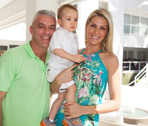 """d9adda2702df3 Ana Hickmann sobre planos de ter mais filhos  """"Estou convencendo o ..."""
