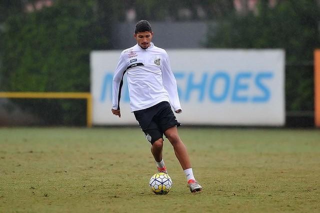 Zagueiro Yuri treina no CT Rei Pelé (Foto: Ivan Storti/Santos FC)