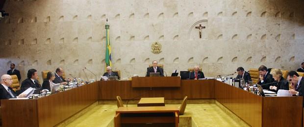 Plenário do Supremo, no último dia 8, em sessão presisida pelo relator do mensalão, Ricardo Lewandowski, com os novos ministros Teori Zavascki e Luís Roberto Barroso (Foto: Gervásio Baptista/SCO/STF)