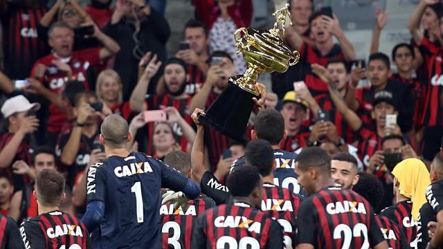 O técnico Tiago Nunes torce para que Atlético-PR x Londrina seja um jogo  sem interferência externa. Antes mesmo da definição do árbitro, ele afirmou  que ...