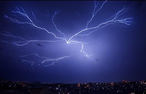 O Brasil é o país onde mais caem raios no mundo (Foto: Reprodução EPTV)