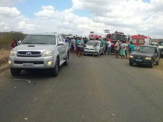 Acidente aconteceu na PE-160 em Santa Cruz do Capibaribe (Foto: Divulgação/Avant Comunicação)