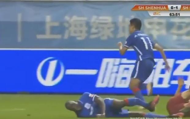 Demba Ba sofre lesão feia na China