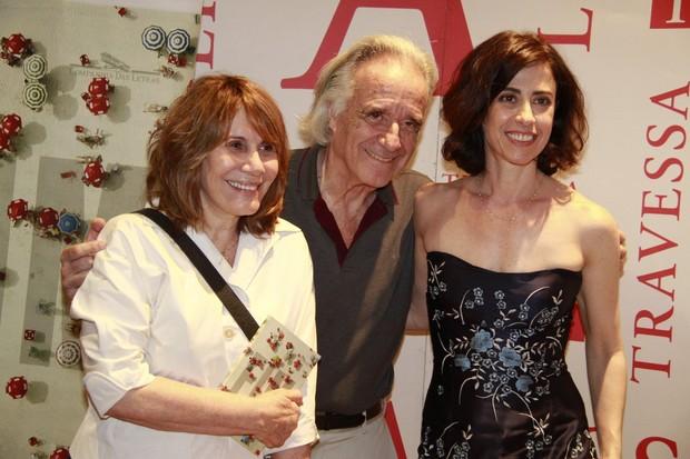 Fernanda Torres, maestro João Carlos Martins e Renata Sorrah no lançamento do livro de Fernanda Torres (Foto: Isac Luz / EGO)