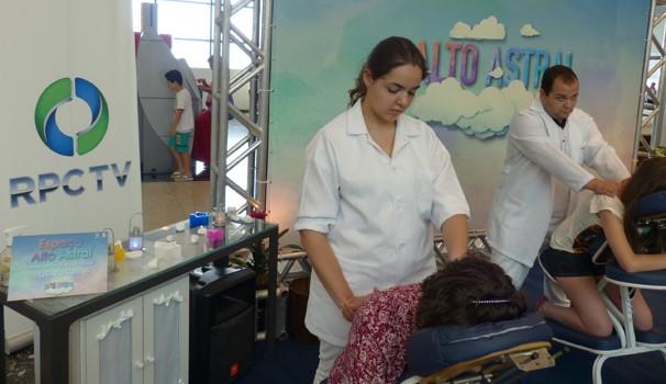 Massagem relaxante para aliviar o estresse e elevar o astral (Foto: Divulgação/ RPC TV)