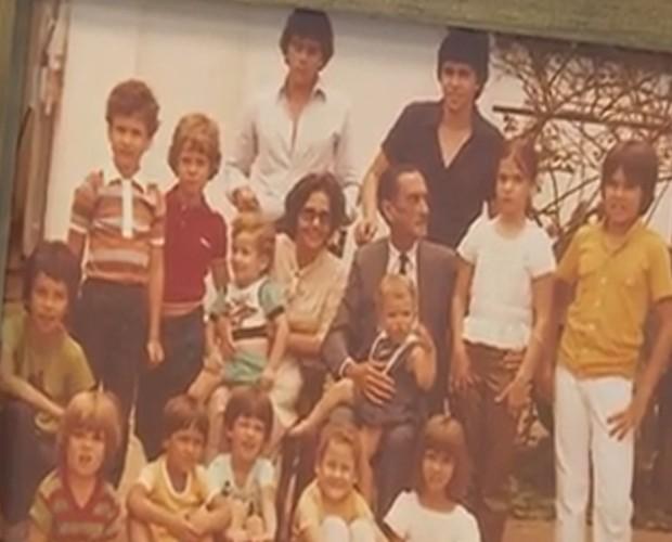 Foto de Victor e Leo com a família reunida (Foto: Arquivo Pessoal)