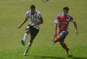 Léo Santos em ação pelo Corinthians (Foto: Divulgação)