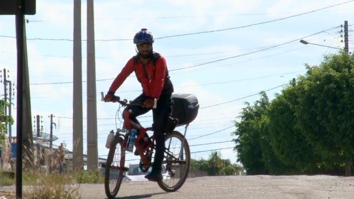 Ciclista percorre todo o Brasil de bicicleta (Foto: Bom Dia Amazônia)