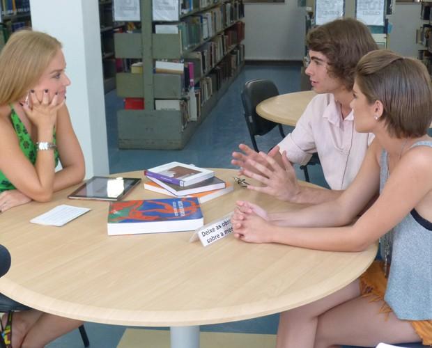 Isabella e Rafael respondem perguntas dos internautas (Foto: Nathália Gomes/Gshow)