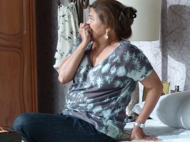 Jurema fica chocada com o que vê (Foto: Tatiana Machado/ Gshow)