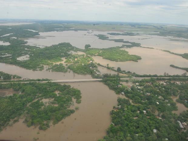 Alagamento em Santa Maria (RS), uma das cidades mais atingidas pela chuva (Foto: Cláudio Vaz/RBS TV)