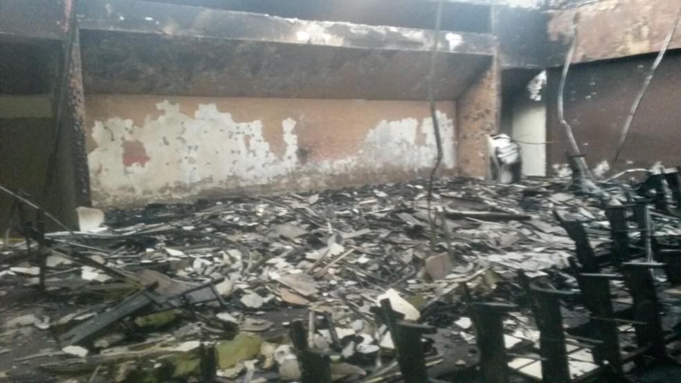 Incêndio ocorreu em prédio abandonado localizado na Rua Doutor Joaquim Nabuco (Foto: Corpo de Bombeiros/Divulgação)