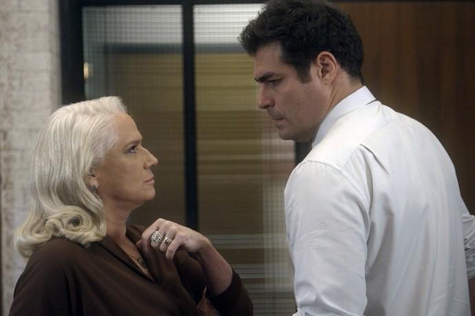 Mág procura Ciro na empresa e eles discutem (Foto: TV Globo)
