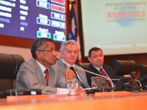 Desembargador José Bernardo Silva Rodrigues alertou os deputados durante sessão plenária especial da AL (Foto: Divulgação/Ascom TRE)