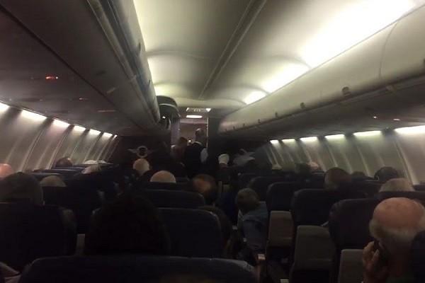 Bebê nasce prematuro em avião (Foto: Reprodução)