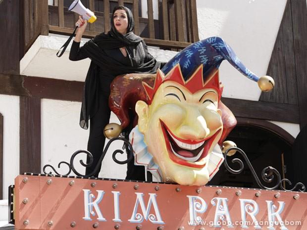 Damáris faz escândalo no Kim Park (Foto: Sangue Bom / TV Globo)