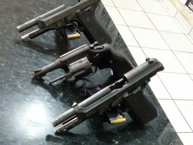 Armas da Polícia Militar do Maranhão usadas nos crimes (Foto: Divulgação / Polícia Civil)