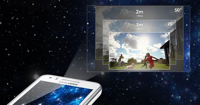 Samsung Galaxy Beam vem com projetor de imagem integrado (Foto: Divulgação/Samsung)