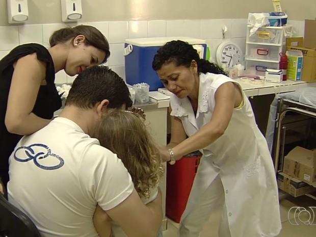 Campanha de vacinação contra H1N1 segue onde há doses, em Goiás (Foto: Reprodução/ TV Anhanguera)