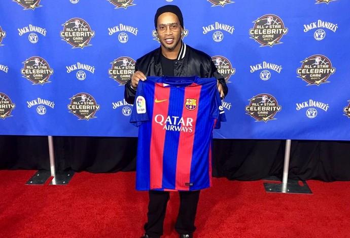 Ronaldinho Gaúcho, embaixador do Barcelona, está presente no All-Star na NBA em Nova Orleans (Foto: Globoesporte.com)