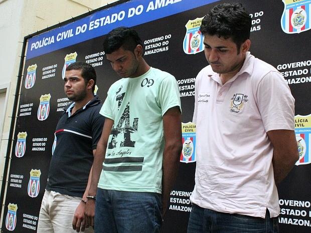 Trio é suspeito de roubar e vender veículos em Manaus (Foto: Jamile Alves/G1 AM)