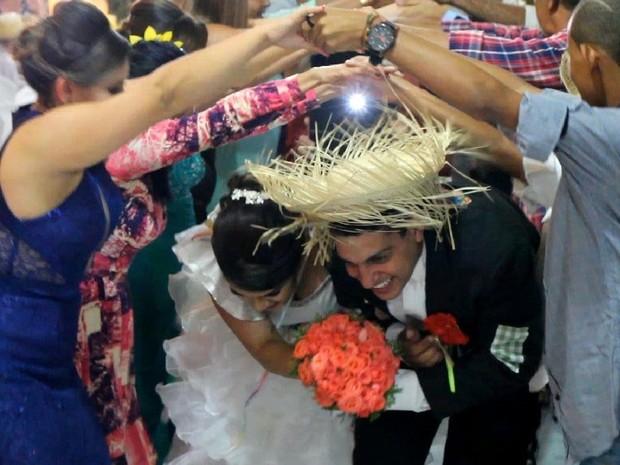 Quadrilha junina foi formada durante a festa de casamento de Amanda e Everthon (Foto: Amanda Sales/Arquivo Pessoal)