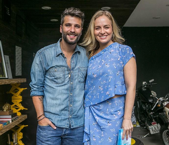 Bruno e Angélica posam durante visita a casa do ator  (Foto: Inácio Moraes/Gshow)