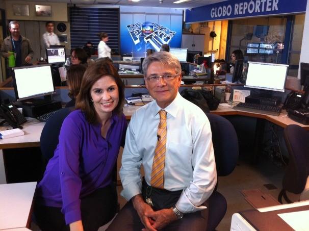 Daniela Golfieri, apresentadora da TV TEM, ao lado de Sérgio Chapelin na redação do Globo Repórter (Foto: Arquivo / TV TEM)