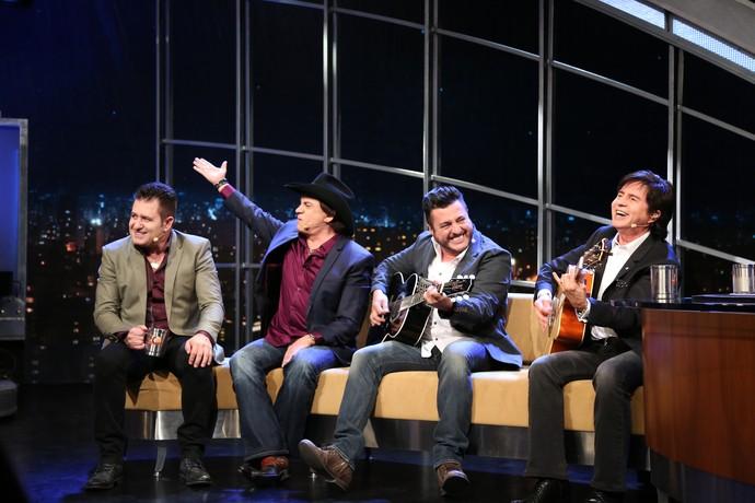 Amigos soltam a voz no palco do 'Programa do Jô' (Foto: Carol Caminha/Gshow)
