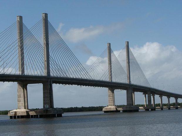 Ponte Construtor João Alves liga os município Aracaju e Barra dos Coqueiros  (Foto: Divulgação)